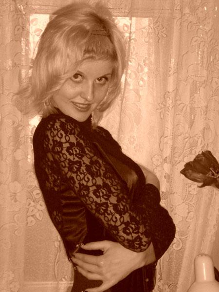 Moldovawomendating.com - Friends girls