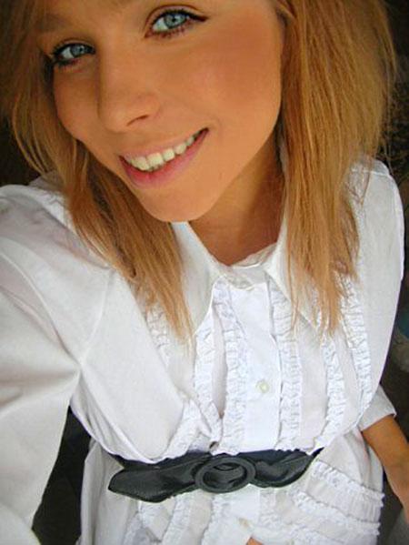 Moldovawomendating.com - Pretty little girls